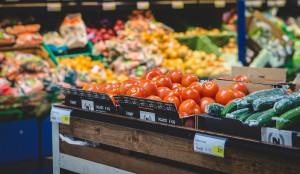 Frische Lebensmittel sind von Natur aus gut verpackt. Ein Plastikschutz ist damit ziemlich unnötig.