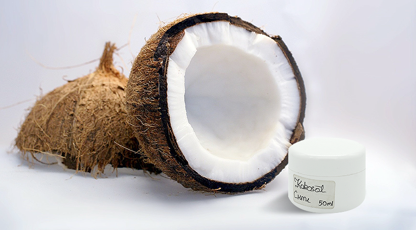 Hier siehst du eine selbstgemachte Kokosöl-Creme.